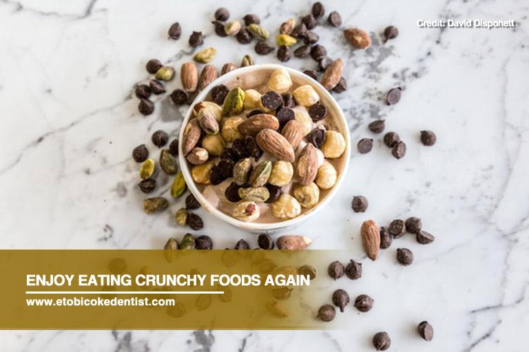 eating crunchy foods